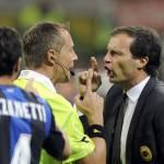 Milan – Inter, l'arbitro Valeri in grande difficoltà, su Handanovic fallo inesistente