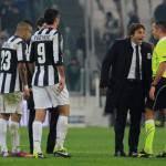 Juventus – Genoa, Conte è una furia per il rigore negato: corsa verso l'arbitro ed urla vergogna