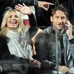 Roma da scudetto, Sabrina Ferilli invita Ilary Blasi a spogliarsi: Totti sarà d'accordo?