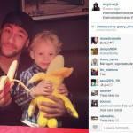 Foto – Neymar, Fernandihno, Bebeto e Julio Baptista stanno con Dani Alves: 'Siamo tutti scimmie'