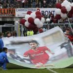 Piermario Morosini: a due anni dalla tragedia il mondo del calcio lo ricorda con striscioni e cori