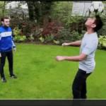 VIDEO- Mata show: freestyle in giardino. Che numeri!