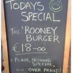 FOTO- L'Inghilterra fuori dai Mondiali, ecco come la prendono a Manchester: un particolarissimo Rooney Burger