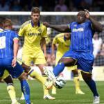 Foto- Il calciatore più ciccione del mondo: in azione contro il Chelsea