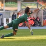 Genoa, Mattia Perin recupera: contro la Lazio ci sarà