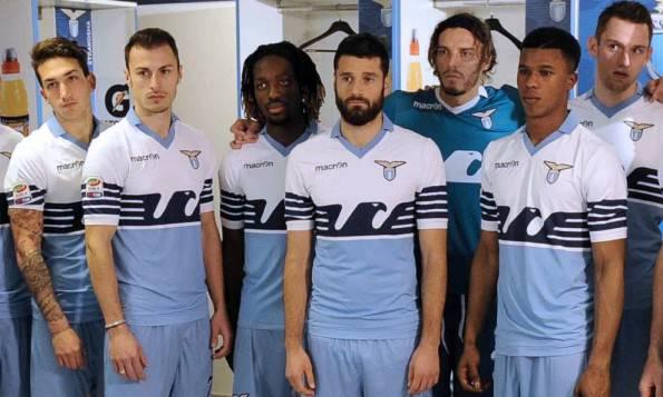 Foto - Lazio: ecco la nuova maglia per festeggiare i 115 anni
