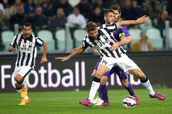 "Juventus' Spanish forward Javier Fernando Torres Llorente fights for the ball with Fiorentina's Argentinian defender Gonzalo Rodriguez during the Italian Serie A football match between Juventus and Fiorentina on April 29, 2015 at the ""Juventus Stadium"" in Turin.  AFP PHOTO / MARCO BERTORELLO        (Photo credit should read MARCO BERTORELLO/AFP/Getty Images)"