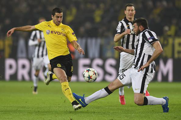 Dortmund's Armenian midfielder Henrikh Mkhitaryan (L) and Juventus' defender Andrea Barzagli vie for the ball during the Round of 16, second-leg UEFA Champions League football match Borussia Dortmund vs Juventus in Dortmund, western Germany on March 18, 2015.  AFP PHOTO / TOBIAS SCHWARZ        (Photo credit should read TOBIAS SCHWARZ/AFP/Getty Images)