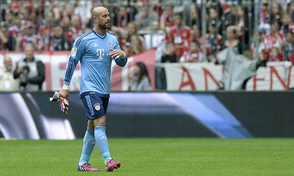 Bayern Munich's Spanish goalkeeper Jose Manuel Reina leaves the pitch after he was shown a red card during the German first division Bundesliga football match between FC Bayern Munich and FC Augsburg in Munich, southern Germany, on May 9, 2015. AFP PHOTO / CHRISTOF STACHE RESTRICTIONS - DFL RULES TO LIMIT THE ONLINE USAGE DURING MATCH TIME TO 15 PICTURES PER MATCH. IMAGE SEQUENCES TO SIMULATE VIDEO IS NOT ALLOWED AT ANY TIME. FOR FURTHER QUERIES PLEASE CONTACT DFL DIRECTLY AT + 49 69 650050.        (Photo credit should read CHRISTOF STACHE/AFP/Getty Images)