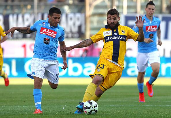 PARMA, ITALY - MAY 10:  Antonio Nocerino (R) of Parma FC competes for the ball with Walter Gargano (L) of SSC Napoli during the Serie A match between Parma FC and SSC Napoli at Stadio Ennio Tardini on May 10, 2015 in Parma, Italy.  (Photo by Marco Luzzani/Getty Images)