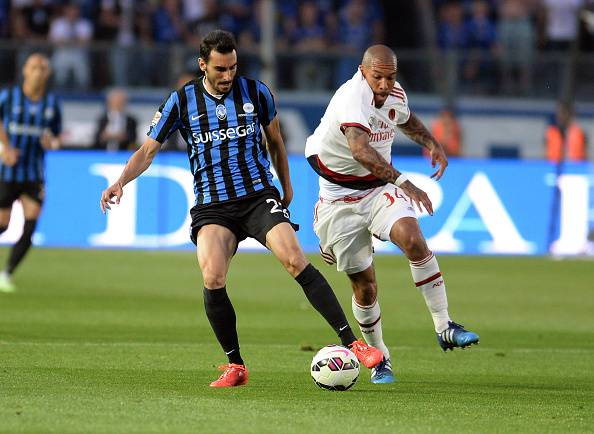 BERGAMO, ITALY - MAY 30:  Davide Zappacosta (L)  of Atalanta BC competes with Nigel De Jong  of AC Milan during the Serie A match between Atalanta BC and AC Milan at Stadio Atleti Azzurri d'Italia on May 30, 2015 in Bergamo, Italy.  (Photo by Dino Panato/Getty Images)