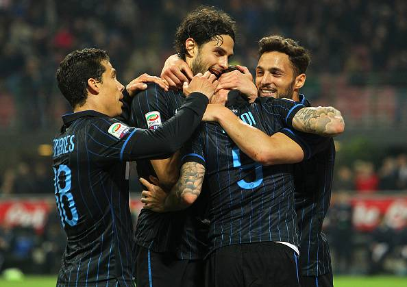 MILAN, ITALY - APRIL 25:  Mauro Emanuel Icardi (2nd R) of FC Internazionale Milano celebrates his goal with his team-mates during the Serie A match between FC Internazionale Milano and AS Roma at Stadio Giuseppe Meazza on April 25, 2015 in Milan, Italy.  (Photo by Marco Luzzani/Getty Images)