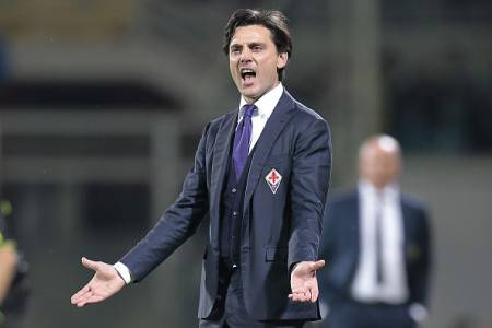 FLORENCE, ITALY - MAY 31: Vincenzo Montella manager of AFC Fiorentina gestures during the Serie A match between ACF Fiorentina and AC Chievo Verona at Stadio Artemio Franchi on May 31, 2015 in Florence, Italy.  (Photo by Gabriele Maltinti/Getty Images)