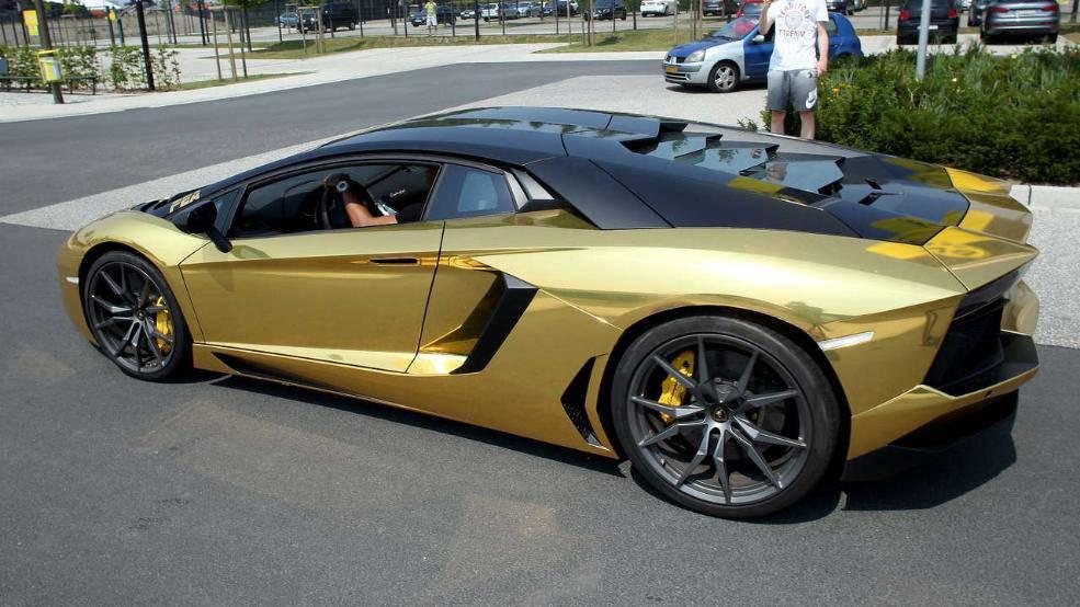 Borussia Dortmund, Aubameyang mette in mostra la sua nuova Lamborghini - calciomercatonews.com