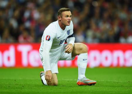 LONDON, ENGLAND - SEPTEMBER 08: Wayne Rooney of England reacts during the UEFA EURO 2016 Group E qualifying match between England and Switzerland at Wembley Stadium on September 8, 2015 in London, United Kingdom. (Photo by Shaun Botterill/Getty Images)