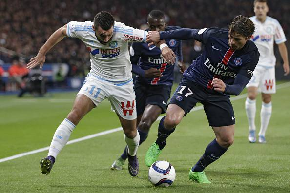 Marseille's French midfielder Romain Alessandrini (L) vies with Paris Saint-Germain's Brazilian defender Maxwell during the French L1 football match Paris Saint-Germain (PSG) vs Olympique de Marseille (OM) on October 4, 2015 at the Parc des Princes stadium in Paris.     AFP PHOTO / KENZO TRIBOUILLARD        (Photo credit should read KENZO TRIBOUILLARD/AFP/Getty Images)