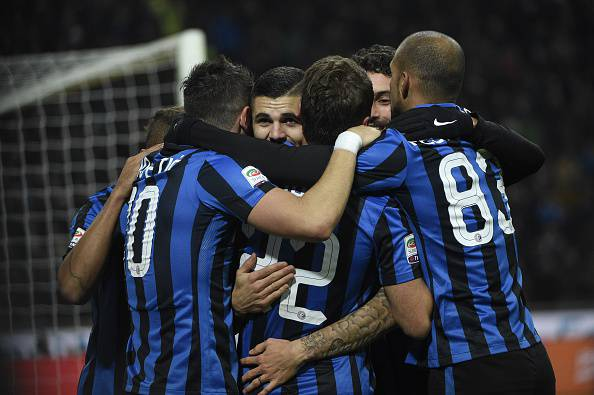 Inter Milan's forward from Argentina Mauro Icardi celebrates with teammates after scoring during the Italian Serie A football match Inter Milan vs Frosinone on November 22, 2015 at the San Siro Stadium stadium in Milan. AFP PHOTO / OLIVIER MORIN        (Photo credit should read OLIVIER MORIN/AFP/Getty Images)