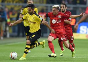 Dortmund's midfielder Ilkay Guendogan (L) and Leverkusen's Slovenian midfielder Kevin Kampl vie for the ball during the German first division Bundesliga football match Borussia Dortmund vs Bayer Leverkusen in Dortmund, western Germany on September 20, 2015.  AFP PHOTO / PATRIK STOLLARZ RESTRICTIONS: DURING MATCH TIME: DFL RULES TO LIMIT THE ONLINE USAGE TO 15 PICTURES PER MATCH AND FORBID IMAGE SEQUENCES TO SIMULATE VIDEO.  == RESTRICTED TO EDITORIAL USE ==  FOR FURTHER QUERIES PLEASE CONTACT DFL DIRECTLY AT + 49 69 650050.        (Photo credit should read PATRIK STOLLARZ/AFP/Getty Images)