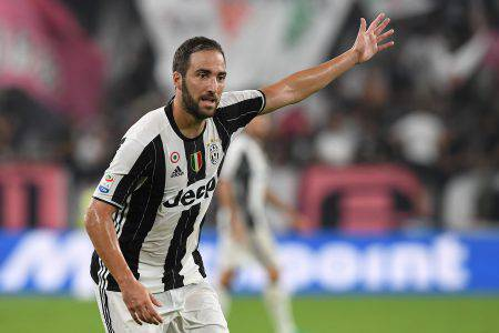TURIN, ITALY - AUGUST 20:  Gonzalo Higuain of Juventus FC gestures during the Serie A match between Juventus FC and ACF Fiorentina at Juventus Arena on August 20, 2016 in Turin, Italy.  (Photo by Valerio Pennicino/Getty Images)