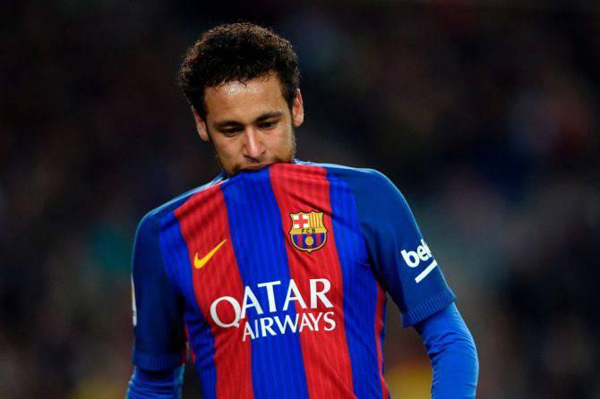 Barcellona, Neymar vicino al PSG: il brasiliano e l'agente voleranno in Asia