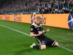 Donny van de Beek esulta in Juventus-Ajax