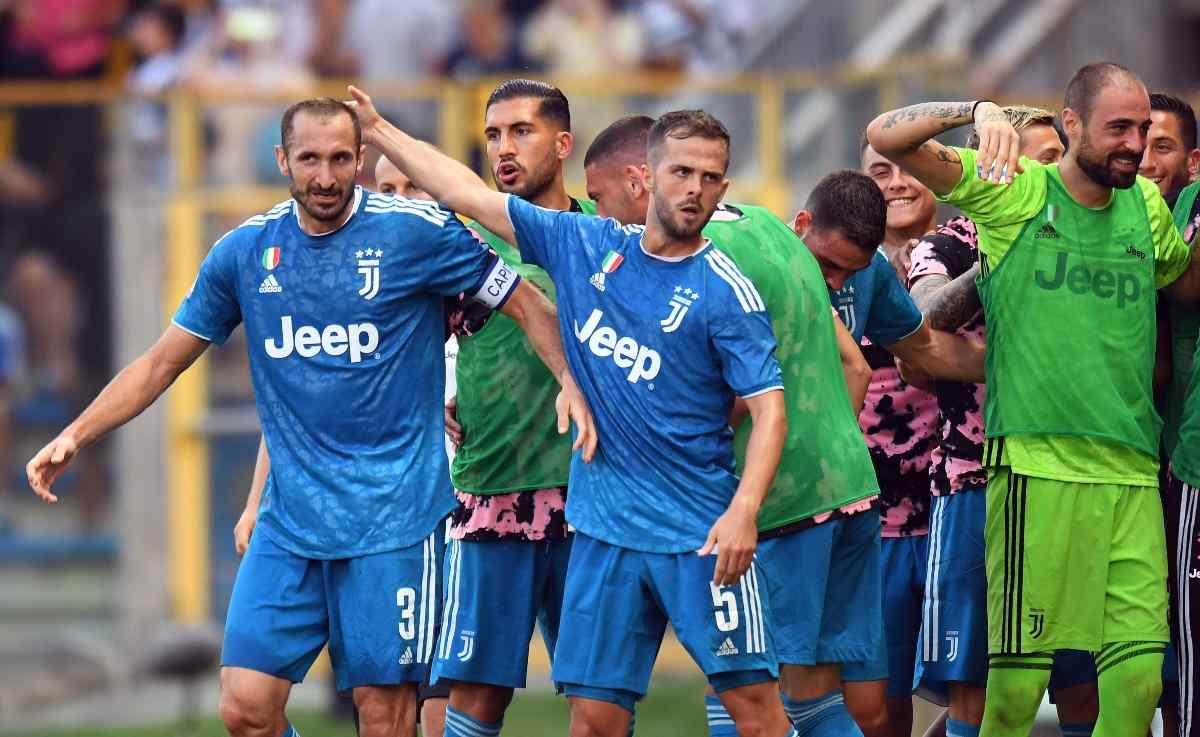 Juventus Esultanza Chiellini Pjanic Can