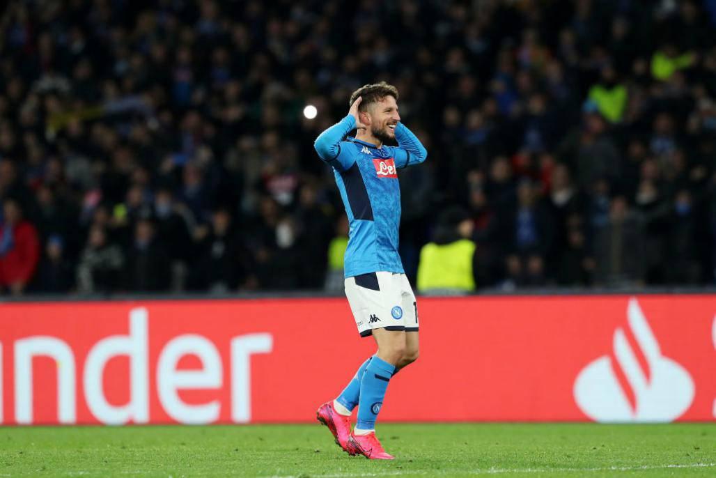 Milik e Napoli, contratto sospeso: