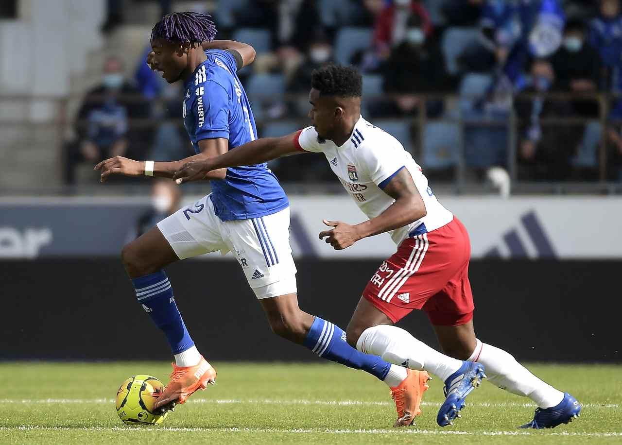 Calciomercato, tegola per il Milan | Simakan KO: fuori due mesi