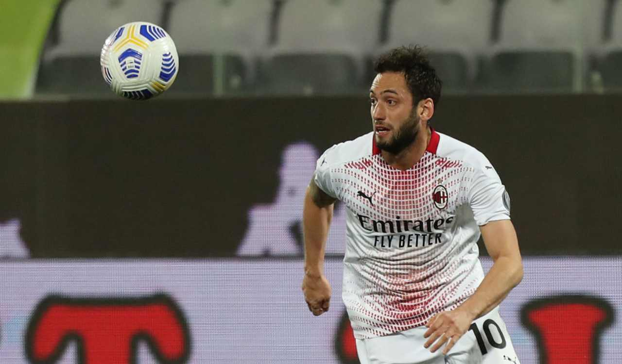 Milan Calhanoglu rinnovo Barcellona Raiola