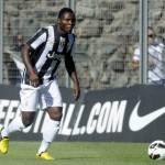 Napoli-Juventus, Asamoah preso a sassate dai tifosi partenopei, il ghanese su Twitter: Grazie a Dio sto bene