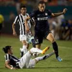 """Calciomercato Juventus e Napoli, agente Caceres: """"E' seguito, ma non si muove da Torino"""""""
