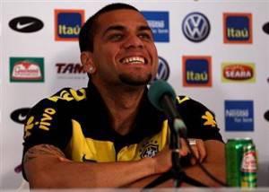 Dani Alves 300x214 Calciomercato Inter, il sostituto di Maicon è blaugrana?