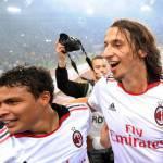 Calciomercato Milan, Ibrahimovic e Thiago Silva: la rabbia dei tifosi in uno striscione appeso via Turati – Foto