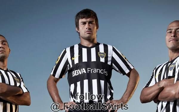 Maglia Boca Juniors Juventus Nuova maglia del Boca Juniors, è bufera! Ma è il Boca o la Juve?!   Foto