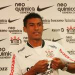 Calciomercato Milan e Roma, l'agente di Paulinho in viaggio verso l'Italia