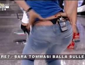 Sara Tommasi balletto perizoma Pomeriggio 5 Sara Tommasi e Balotelli la storia del momento! Riviviamo lo storico balletto in perizoma...   Video