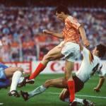 Video – Benzema come Van Basten: il video comparativo dei due gol capolavoro