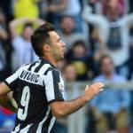 Juventus, paura Vucinic: ginocchio ko, oggi gli esami