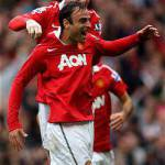 Premier League, super Berbatov travolge il Liverpool