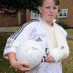 Video – Sfortunato Cristiano Ronaldo: batte una punizione… e rompe il braccio ad un bambino!
