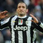 Napoli-Juventus, Cavani e Chiellini: abbraccio a fine gara