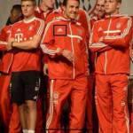 Foto – Mario Gotze lo fa ancora: tuta Adidas del Bayern e le immancabili scarpe Nike! Altra multa?