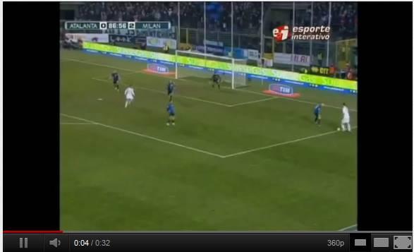 ibra151 Video   Ibrahimovic ha sfiorato il gol dellanno a Bergamo con lAtalanta: elastico, tunnel e...