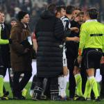 Juventus, rischio pioggia di squalifiche per i bianconeri: Conte, Lichtsteiner e Chiellini i più infuriati