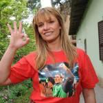 Ecco la maglietta con il 'pollice verso' di Totti! – Foto