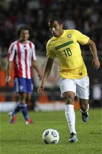 lucas moura 200x300 Calciomercato Inter, Lucas Moura e Neymar portano al trionfo il Brasile: pronti per lEuropa?