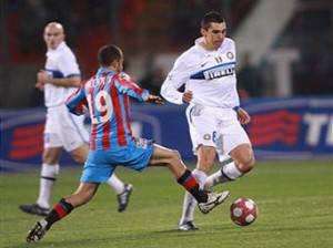lucio23 300x224 Calciomercato Inter, riserve per i rinnovi di Lucio e Samuel