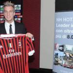Milan, Maxi Lopez: Voglio segnare un gol all'Inter