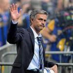 """Inter, tifosi sotto la sede della Saras: """"Mou resta con noi!"""""""