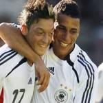 "Mondiali 2010, clamoroso Hiddink: ""Ozil ha il passaporto falso"""